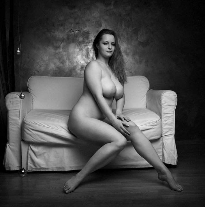 Sexy full figured naked women